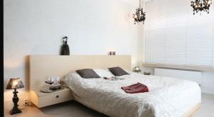 Piękna lampa sufitowa uatrakcyjnia aranżację sypialni oraz pozwala wyczarować nastrojowy klimat. W naszej galerii znajdziecie pomysły polskich projektantów na dekoracyjne oświetlenie sufitowe.