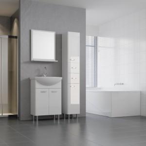Szarości w łazience dobrze wyeksponują białe elementy aranżacji i mogą być znakomitym tłem dla barwnych dodatków, które pomogą ożywić stonowane wnętrze. Fot. Cersanit.