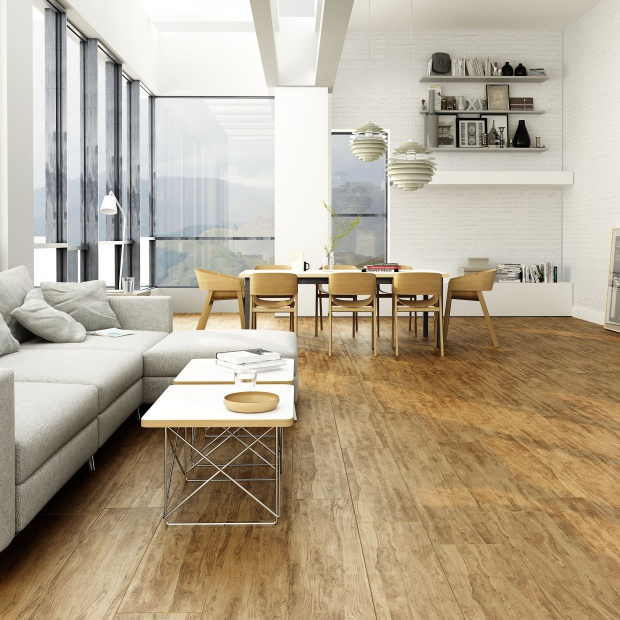Płytki jak drewno. Nowoczesne podłogi do salonu