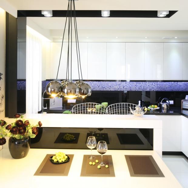 Kuchnia w stylu glamour. Inspiracje z polskich domów