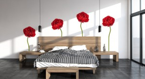 Wiosną i latem częściej stawiamy na kwiatowe wzory, zarówno w ubiorze jak i wystroju wnętrz. Zobaczcie jak wykorzystać ten wdzięczy motyw w aranżacji sypialni.