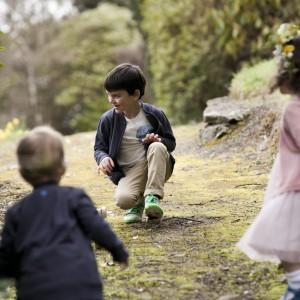 Zaangażowanie dzieci w grę zespołową ma pozytywny wpływ na ich rozwój osobowości. Uczy współdziałania w grupie, wyzwala chęć walki, pozwala na świadome przeżywanie zwycięstw i godne przyjmowanie porażek. Fot. Dunnes Stores.