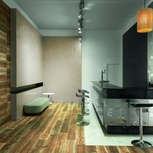 Płytki drewnopdobne z serii Native, przeznaczone na podłogi i ściany. Kolorem i fakturą imitują stare drewno, dzięki czemu tworzą efektowny kontrast z nowoczesnym wystrojem współczesnych kuchni. Dostępne w dwóch wersjach: imitującej drewno klonowe i dębowego. Fot. Aparici.