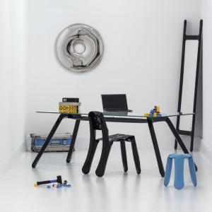 Lustro Rondo wykonane jest z polerowanej na wysoki połysk stali oraz produkowane w dwóch rozmiarach: 75 oraz 120 cm. Polerowana powierzchnia idealnie odbija światło oraz inne obiekty znajdujące się w pomieszczeniu, dając niesamowity efekt. Projekt: Zieta Prozessdesign. Fot. Zieta Prozessdesign.