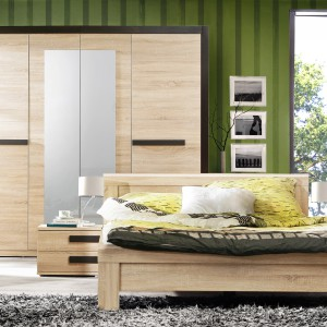Dwuosobowe łóżko z kolekcji Latis w całości wybarwione jest w odcieniu dębu sonoma. Skrzynia oraz wezgłowie łóżka mają oryginalną budowę, co nadaje mu nowoczesny wygląd. Cena: 405 zł. Fot. Meble Forte.