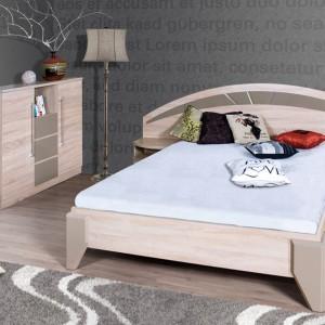Łóżko Dome firmy Marmex to praktyczne rozwiązanie z szafkami nocnymi zamocowanymi na szerokim wezgłowiu. Kolor: dąb sonoma, wstawki połysk cappuccino. Cena: 958 zł. Fot. Marmex.