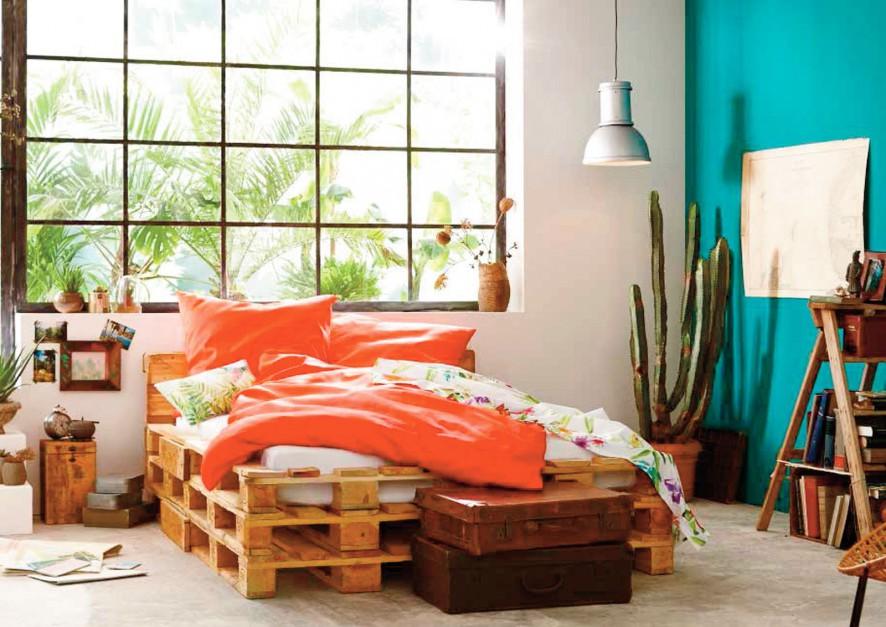 Aby zwiększyć szanse na kolorowe sny, warto wyposażyć sypialnię w kolorową pościel. Pomarańczowa pościel nie tylko pięknie wygląda, ale i ożywia zmysły. Fot. Tchibo.