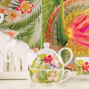 Czajniczek do zaparzania herbaty wraz z filiżanką ozdobiony tropikalnym wzorem z kolekcji Bali marki Home&You z pewnością ucieszy mamy, które nie mogą obejść się bez filiżanki ulubionej herbaty. Cena: 39 zł/czajnik, 23 zł/filiżanka. Fot. Home&You.