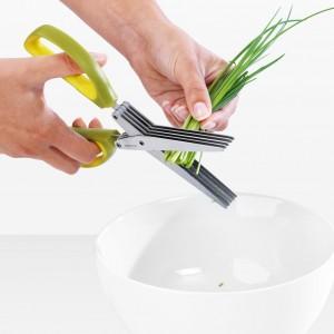 Nożyce do ziół Brabantia to prezent, który zmotywuje mamy do zdrowego przyprawiania posiłków. Przemyślany mechanizm zapewnia powtarzalność podczas cięcia oraz pozwala na zaoszczędzenie czasu. Cena: ok. 30 zł. Fot. Brabantia.