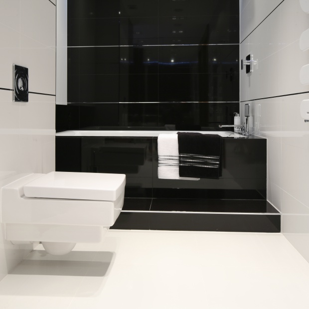 Czarno-biała łazienka. Zobaczcie pomysły projektantów