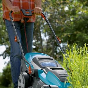 Kosiarka elektryczna PowerMax™ 34 E nadaje się do cięcia każdego rodzaju trawnika, nawet do wysokiej lub wilgotnej trawy. Ponadto technologia ta redukuje ciężar kosiarki, dzięki czemu praca staje się znacznie lżejsza Fot. Gardena.