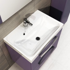 Szafka podumywalkowa Jump w kolorze fioletowym (wykończenie matt) dostępna jest w dwóch rozmiarach: 60 i 80 cm. Fot. Elita.