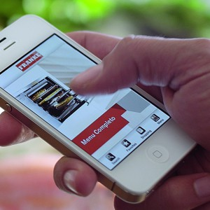 Piekarnikiem Franke myMenu można zarządzać przez smartfona lub tableta. Fot. Franke.