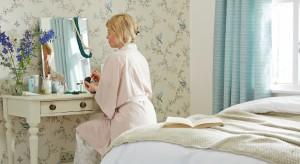 Toaletka w sypialni to marzenie chyba każdej kobiety. Dzięki niemu każda z nas może poczuć się choć przez chwilę jak prawdziwa księżniczka.