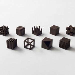 Z okazji otrzymania w styczniu tego roku tytułu Designer of the Year, przyznanego przez targi Maison&Objet, Oki Sato i pracownia nendo przygotowali 400 wzorów... słodkich czekoladek. Fot. Akihiro Yoshida.