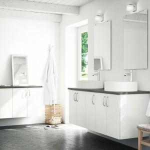 Na zdjęciu: meble łazienkowe z kolekcji Happie od szwedzkiej firmy Ballinsglov. Fot. Ballingslov.