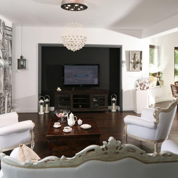 Telewizor w salonie. 15 pomysłów projektantów wnętrz