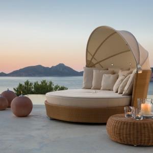 To doskonała alternatywa dla tradycyjnych mebli. Łóżko z kolekcji Romantic dostępne jest w ofercie marki Point. Fot. Point.