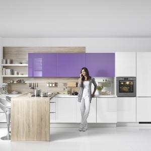 Zabudowa kuchenna: 15 sposobów na szafki górne