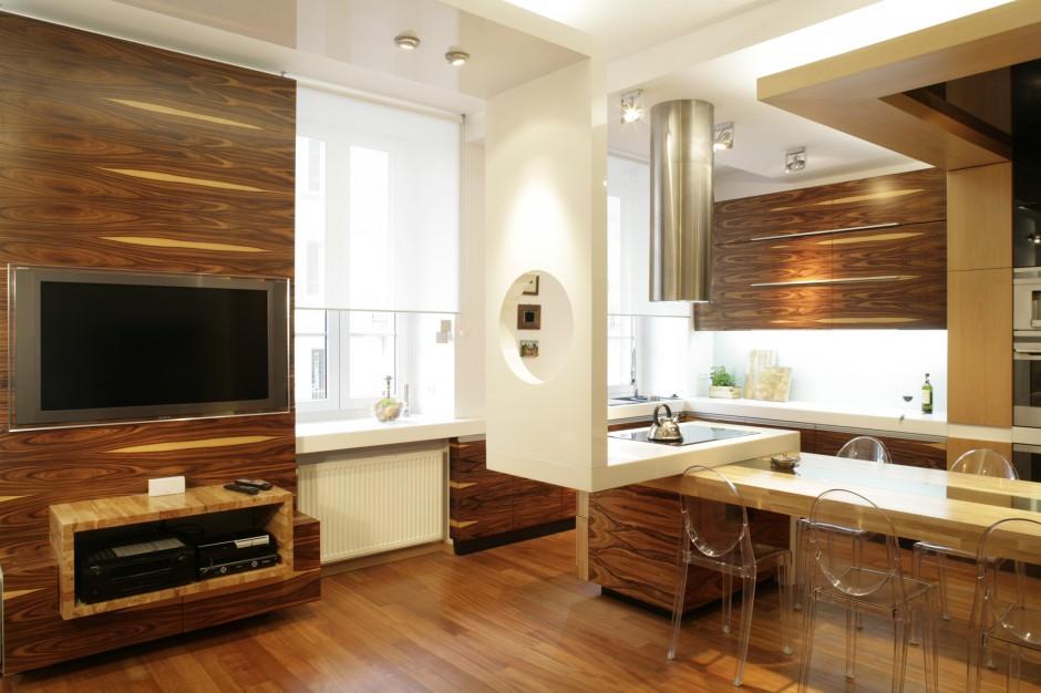 Mocniej granicę pomiędzy Kuchnia otwarta na salon  -> Sufit Kuchnia Salon