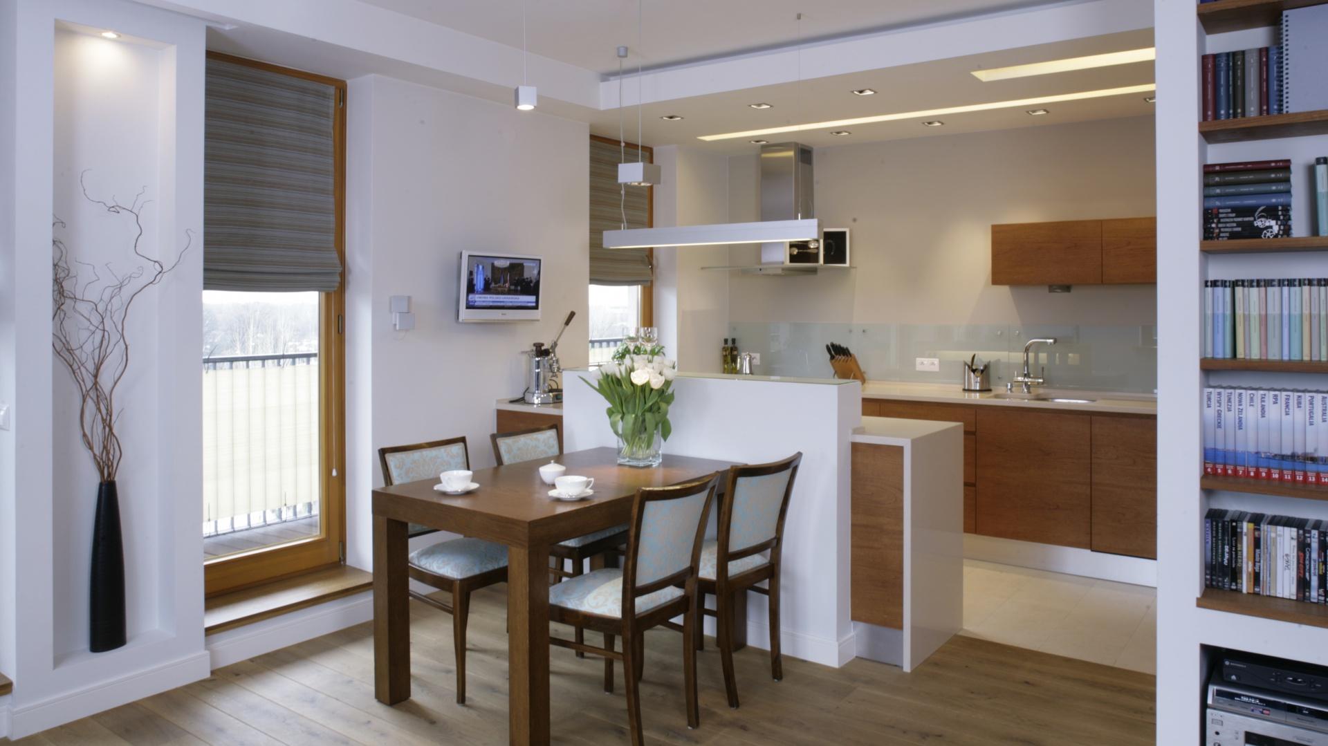 Kuchni symbolicznie zamyka kuchnia otwarta na salon for Kuchnia z salonem aranzacje