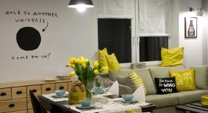 """""""Kreatywne podejście właścicieli do projektowanej przestrzeni pozwoliło prawdziwie rozwinąć nam skrzydła"""" - tak projektanci opisują pracę nad tym mieszkaniem. Zobaczcie efekty."""