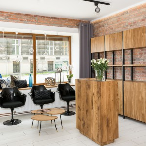 Współczesny salon fryzjerski w wiekowej kamienicy