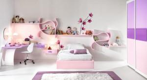 Zostać księżniczką – to marzenie nie jednej małej dziewczynki. Zanim jednak córka odnajdzie swojego księcia, możemy spełnić to marzenie i urządzić jej pięknąkomnatę we własnym pokoju.