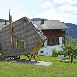 Ufogel zlokalizowany jest w malowniczej okolicy. Z jego panoramicznych okien roztacza się widok na Alpy. Projekt: Architekturbüro Jungmann&Aberjung Design Agency. Fot. DI Lukas Jungmann/Familie Pitterl.