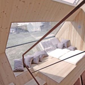 Odpocząć w Ufogelu można pod skosami... Projekt: Architekturbüro Jungmann&Aberjung Design Agency. Fot. DI Lukas Jungmann/Familie Pitterl.