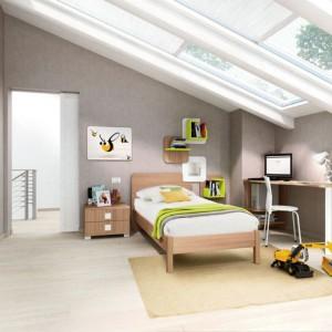 Najlepszym miejscem do pracy jest to z naturalnym oświetleniem. Wybierając pomieszczenie na pokój dziecka warto wybrać to, z dużymi oknami, przez które wpadają promienie słoneczne. Fot. Colombini Casa.