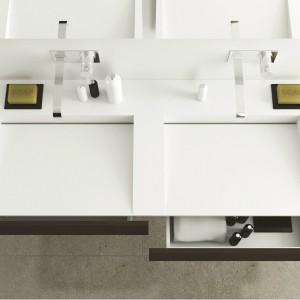 Umywalka Slim Wood w zestawie z szafką podumywalkową z dwoma, praktycznymi szufladami. Fot. MOMA Design by Archiplast.