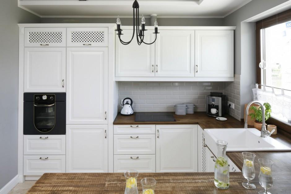 Ta kuchnia w stylu Jasna kuchnia ocieplona drewnem   -> Kuchnia Jasna Polysk