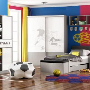 Zestaw Piłkarz marki Meblik pozwoli stworzyć aranżację przeznaczoną dla młodych mężczyzn, dla których piłka nożna jest czymś więcej niż tylko sportem. Fot. Meblik.