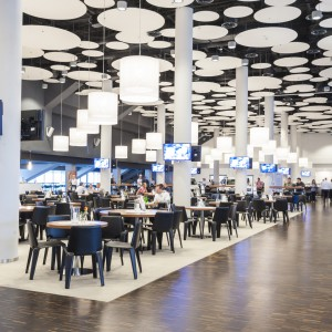 Dzięki nowoczesnej infrastrukturze oraz ogromnej przestrzeni zaaranżowanej i przystosowanej do komercjalizacji, na terenie Stadionu można organizować zarówno duże eventy, jak i mniejsze spotkania biznesowe. Fot. Stadion Wrocław.
