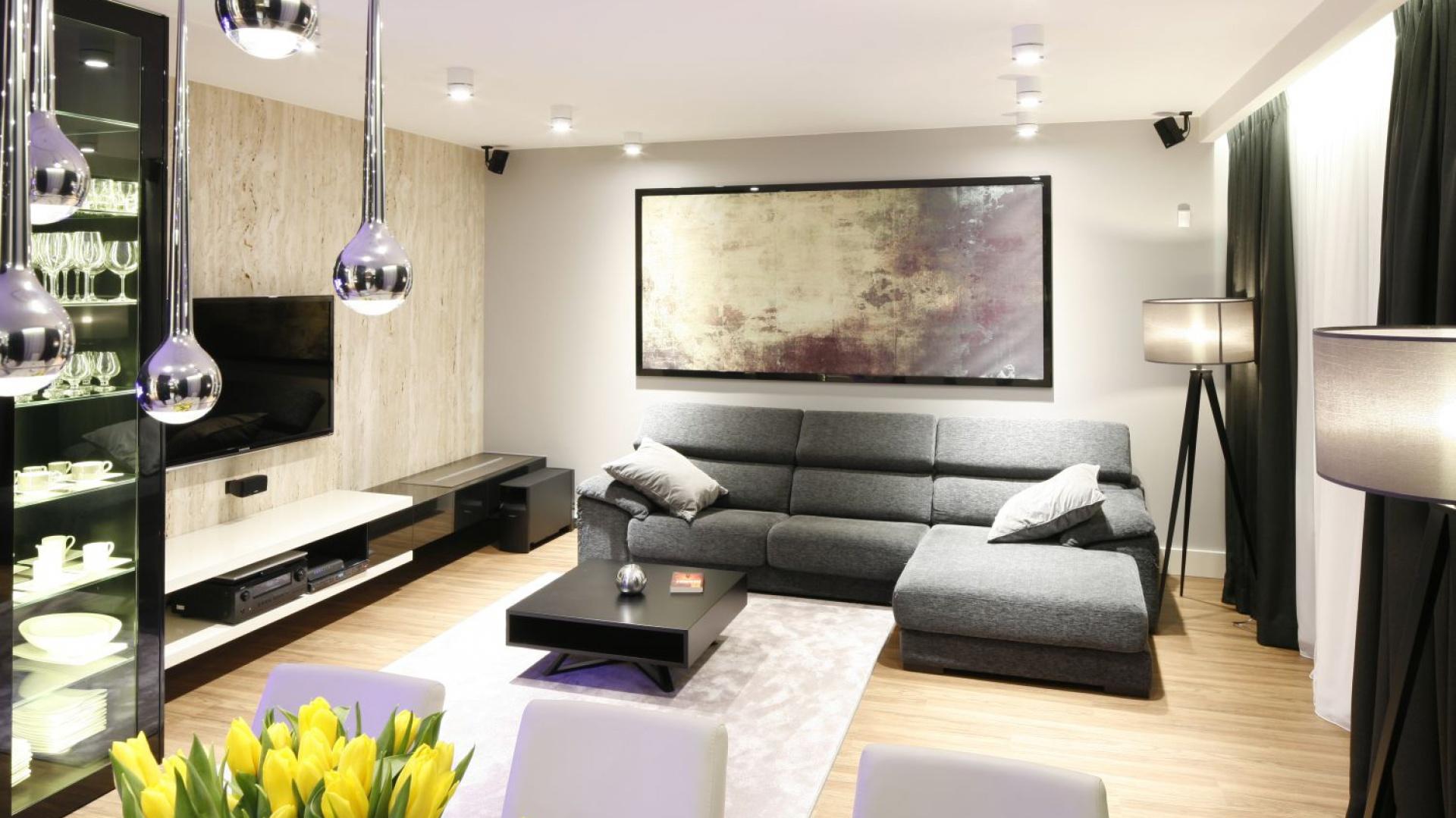 W eleganckim wn trzu nowoczesny salon wybierz for Oswietlenie w salonie