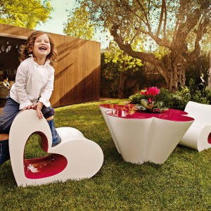 Kolekcja mebli ogrodowych dla dzieci Agatha zaprojektowana przez Agathę Ruiz de la Prada dla marki Vondom. Fot. Vondom.