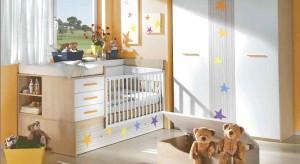 Pokój dziecka to pomieszczenie wielofunkcyjne, służące jednocześnie za sypialnię, plac zabaw oraz miejsce nauki. Dlatego zawsze jest w nim dużo rzeczy. Jak sprawić, by panował w nim porządek?
