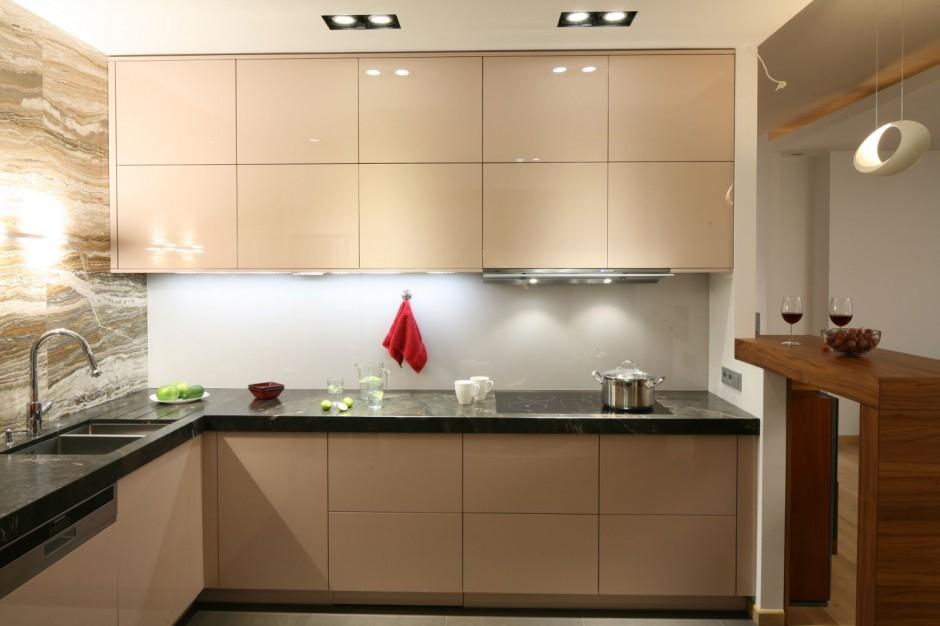 Ciepła, przytulna kuchni Kuchnia na wysoki połysk 20   -> Kuchnia Wysoki Sufit