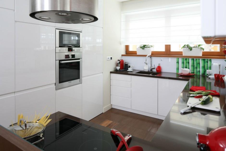 Białe meble kuchenne z Kuchnia na wysoki połysk 20   -> Kuchnia Beżowe Plytki