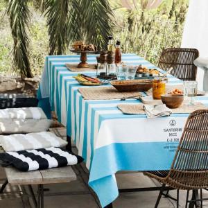 Tkaniny i akcesoria z najnowszej kolekcji H&M Home dodają charakteru przestrzeni ogrodowej. Fot. H&M Home.