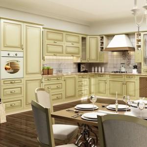 Kupując kuchnię Zofia w kolorze ciepłej wanilii, delikatnie muśniętej złotą patyną, możemy liczyć na funkcjonalność oraz niepowtarzalny design. Fot. Stolkar.
