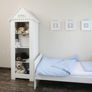 Pokój małego Łukasza to jasne, stonowane kolory i urocze, dziecięce mebelki. Projekt: Katarzyna Uszok. Fot. Bartosz Jarosz.