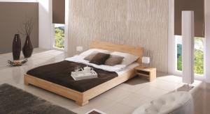 Jeśli mowa o jakości – meble drewniane nie mają sobie równych. Nadal cieszą się one dużą popularnością, a producenci mebli drewnianych już dawno odeszli od tradycyjnych, prostych brył i naturalny surowiec przeistaczają w meble o modernistyc