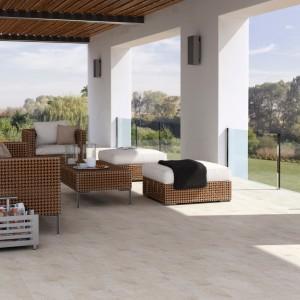 Kolekcja Karoo w kremowych i beżowych odcieniach. Doskonale sprawdzi się w stonowanych aranżacjach tarasu i balkonu. Fot. Opoczno.
