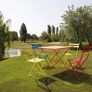 Meble z kolekcji Roy dostępne są w ofercie marki Talenti. Bogata kolorystyka pozwoli stworzyć w ogrodzie piękne, wesołe aranżacje. Fot. Talenti.