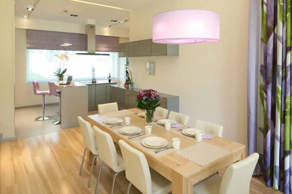W kuchni, podobnie jak w Kuchnia z jadalnią Zobacz   -> Kuchnia Jadalnia Salon Razem