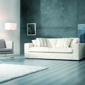 Antares to wygodna sofa o prostym designie dostępna w ofercie marki Sits. Łatwo rozkłada się do funkcji spania. Dodatkowo istnieje możliwość wyboru opcji z wymiennym poszyciem lub z, najbardziej odpowiadającym danemu wnętrzu, poszyciem stałym. Fot. Sits.