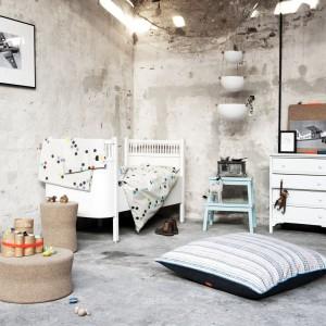 Ciepłe beże, błękity i biel, które z powodzeniem można ze sobą łączyć. Ich zestawienie w pomieszczeniu zawsze daje spokojny, harmonijny efekt. Fot. Norsu Interiors.