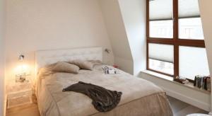 Ciepłe kolory sprawiają, że sypialnia staje się miejscem spokojnego snu. Zobaczcie pomysły na piękne, harmonijne wnętrze.